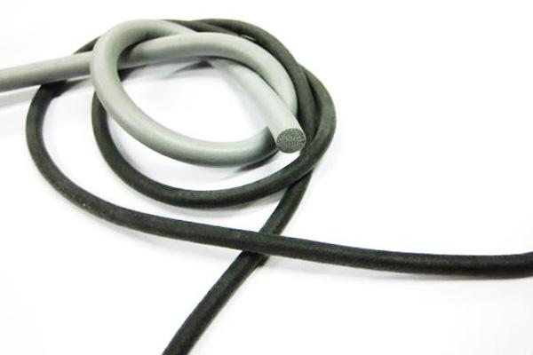 Une corde en caoutchouc